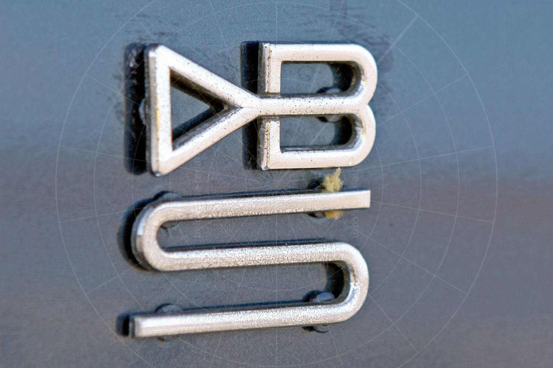 Aston Martin DBS6 shooting brake by Panelcraft - badge Pic: magiccarpics.co.uk   Aston Martin DBS6 shooting brake by Panelcraft - badge
