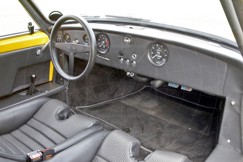 Unipower GT dashboard Pic: magiccarpics.co.uk | Unipower GT dashboard