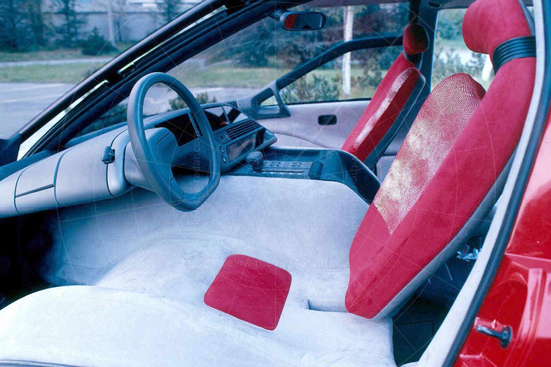 Bertone Genesis front seats Pic: magiccarpics.co.uk | Bertone Genesis front seats