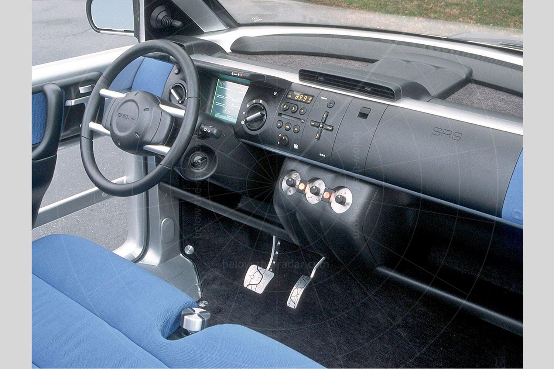 Opel Maxx four-door interior Pic: GM | Opel Maxx four-door interior