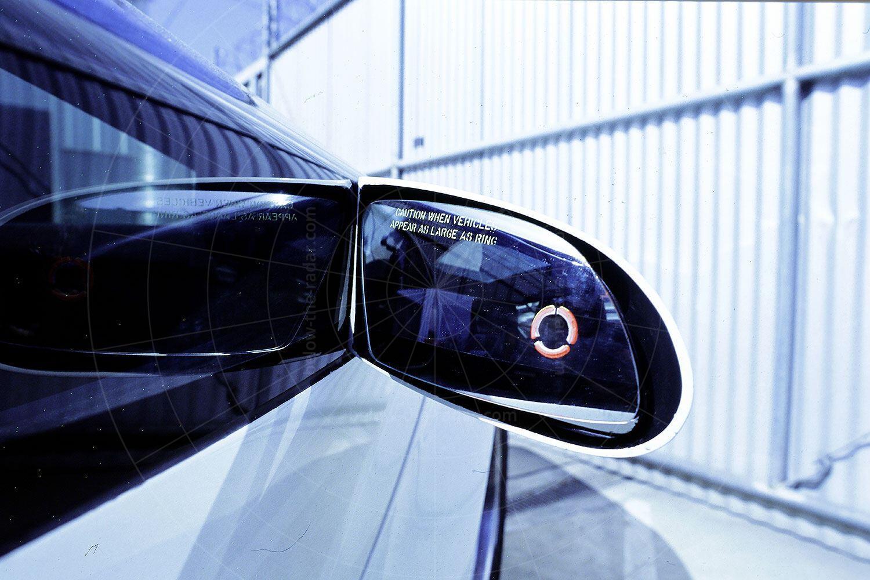 Vector W8 door mirror Pic: magiccarpics.co.uk   Vector W8 door mirror
