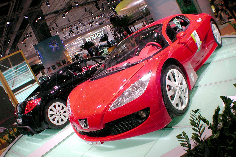 Peugeot RC concepts at the 2002 Paris Salon Pic: magiccarpics.co.uk | Peugeot RC concepts at the 2002 Paris Salon