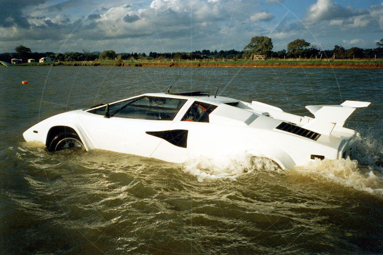 Mike Ryan's amphibious Lamborghini Countach Pic: magiccarpics.co.uk | Mike Ryan's amphibious Lamborghini Countach